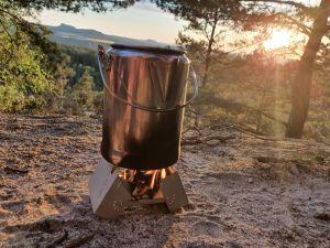 Kochen von Kiefernnadel-Tee