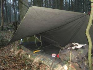 Als Dach für ein Trapperbett