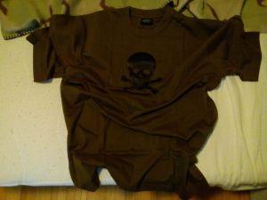Gesamtansicht T-Shirt Totenkopf
