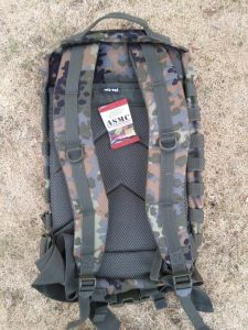 dos US Assault Pack II flecktarn