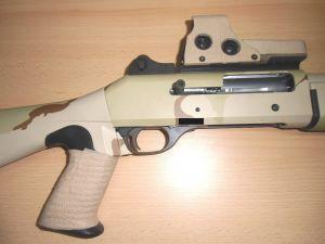 Benelli M4 Super 90 beklebt