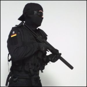MP7 mit Uniform