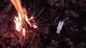 Erstes Feuer mit dem Zündstein